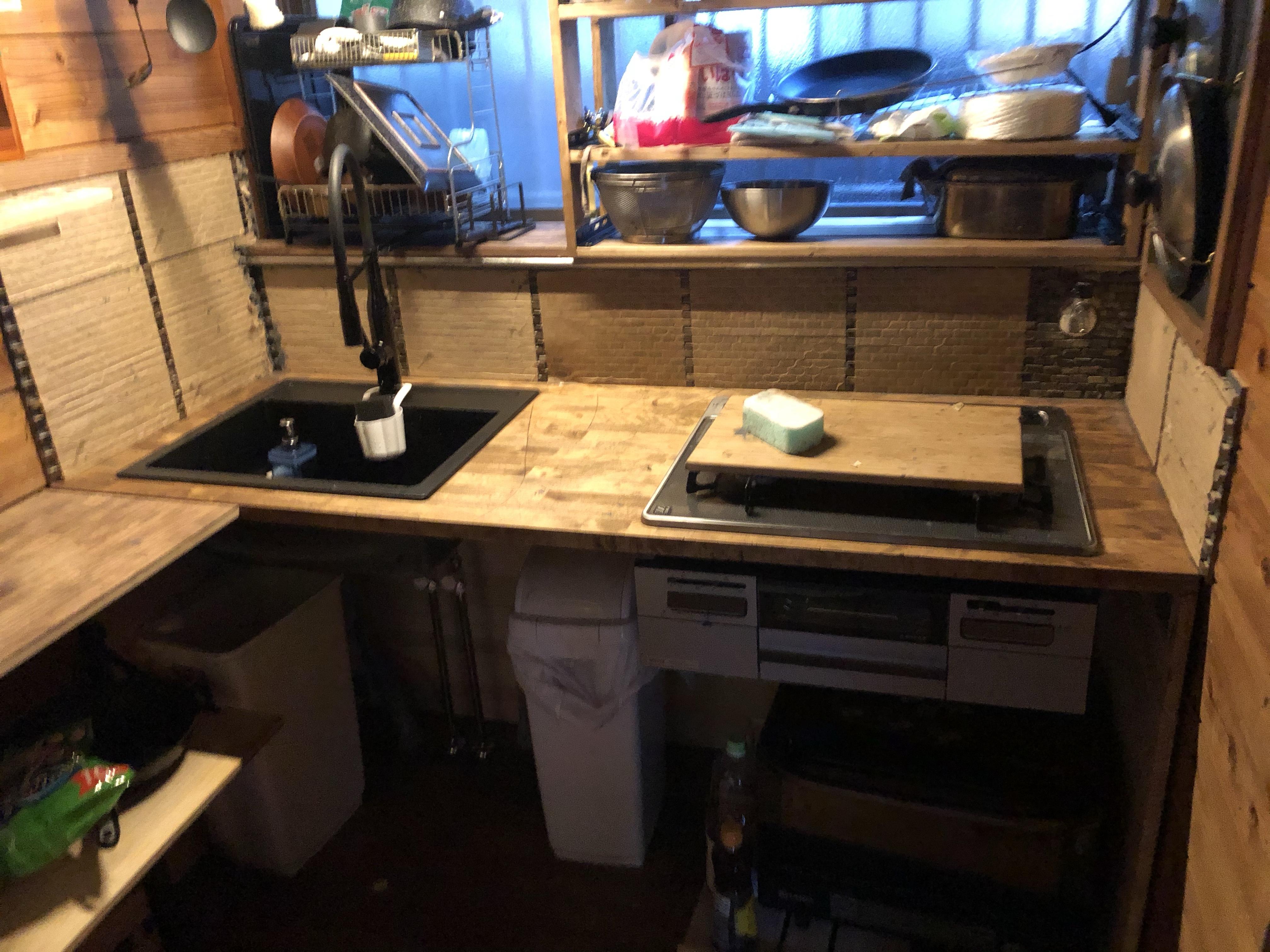 キッチンのタイル貼りに挑戦